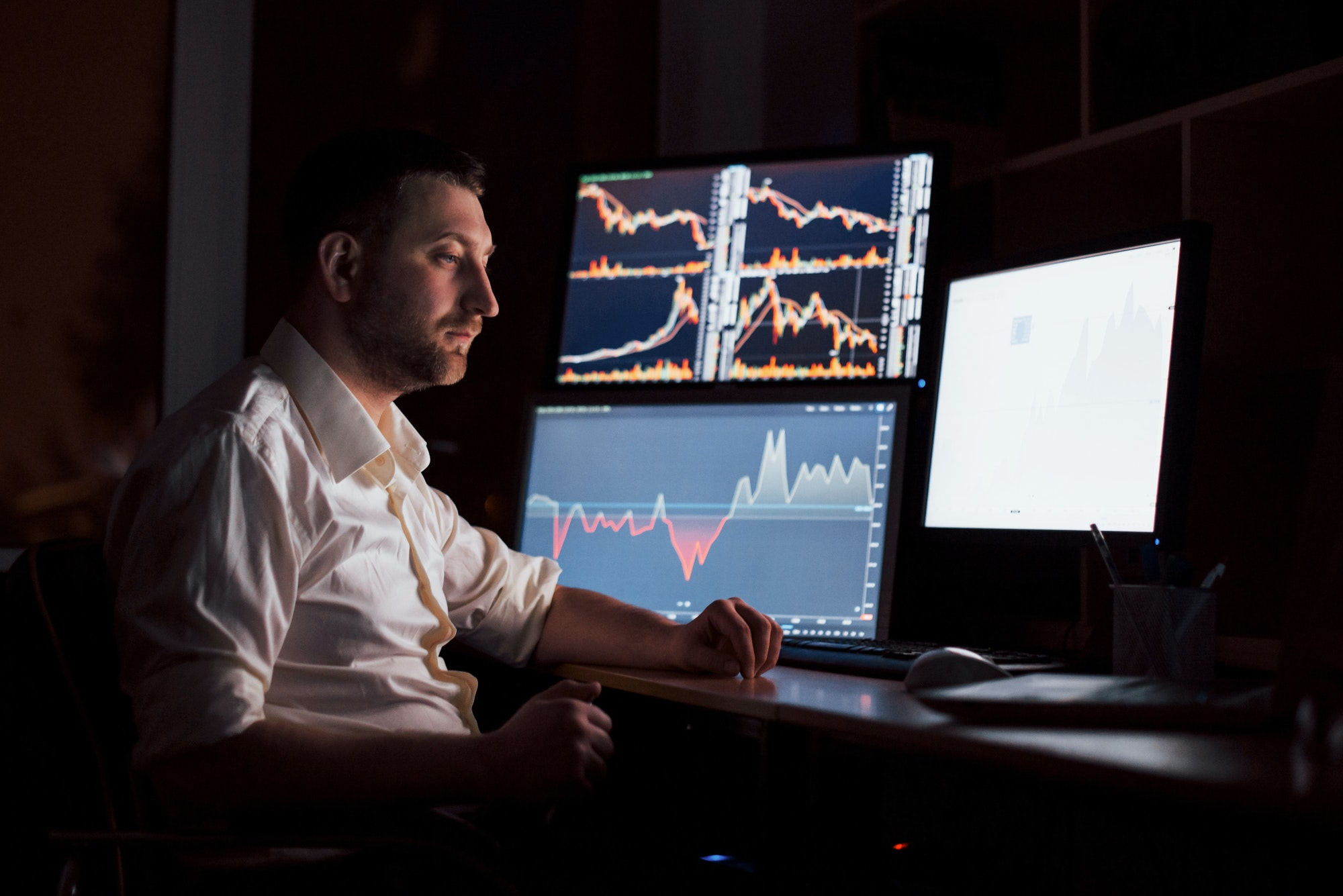 Currency Trading vs Stock Trading – Which One Wins?